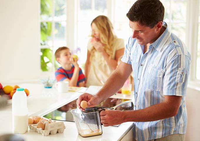 【FP監修】約1200万の共働き世帯~家事育児の割合や貯金の実態は?